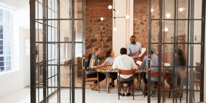 verschil coworking space flex office